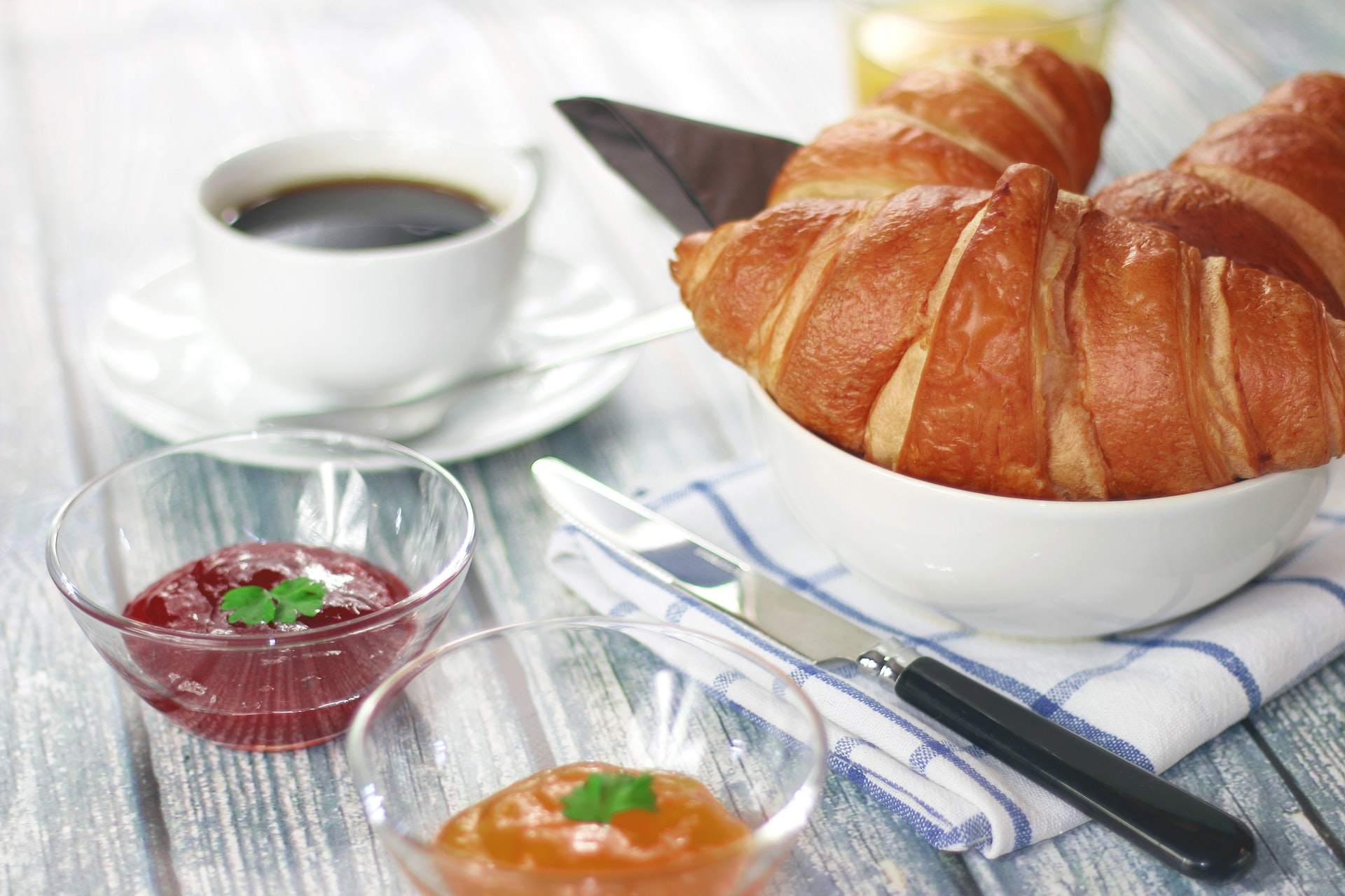 9/Photos libres/coffee-morning-breakfast-croissant.jpg